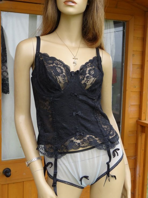 "GORGEOUS ""BPC"" NYLON & LACE BASQUE  SIZE:- TO FIT BUST 40C  #667"
